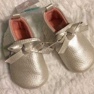Carter's 0-3 months Pearl White & Pink Moccasins